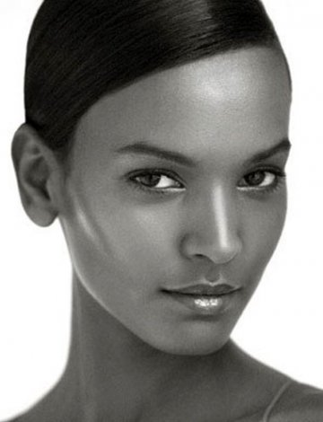 Liya Kebede : African Queen with heart and beauty
