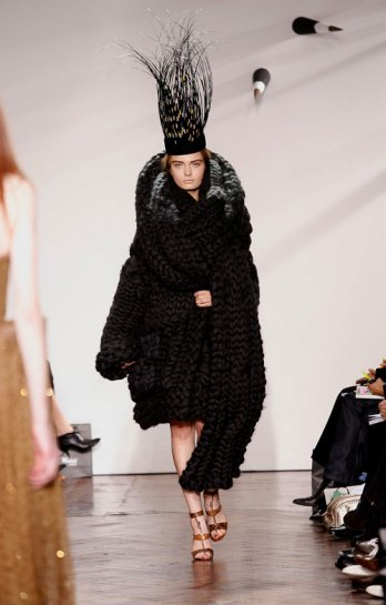 Giles Deacon_A-W 2007-08 Collection_Yannis Vlamos