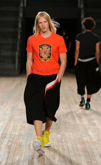 Yohji Yamamoto_Y-3/Y-3 Spring-Summer 2010 Men's & Women's Collection_Getty Images