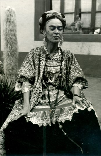 Frida Kahlo in her garden at Coyoac�n, 1952_Berenice Kolko.Fidelcomiso Museos Diego Rivera y Frida Kahlo