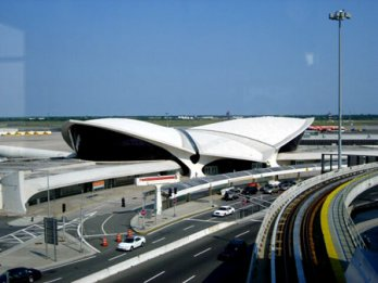 Eero Saarinen_TWA_New York International (now JFK International), Circa 1962_Balthazar Korab_New York_USA