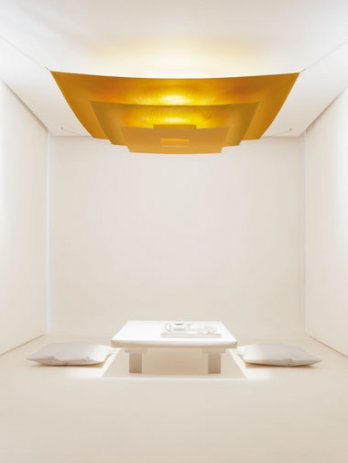 Luxury Pure_Ingo Maurer and Team, 2004_Gold lacquered paper, aluminum_Tom Vack