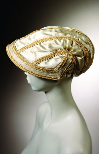 Stephen Jones/Silk and straw_bonnet, 1807_V&A Images