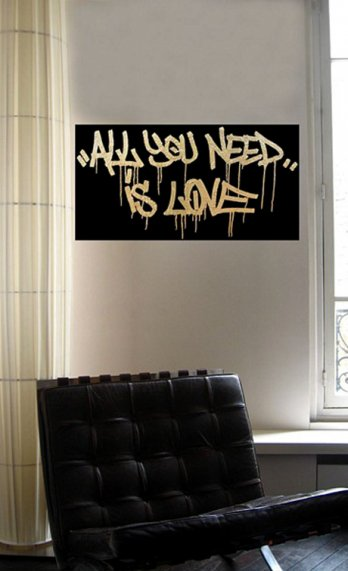 TAG AT THE GRAND PALAIS/Graffiti �ecoratif_All you need is love