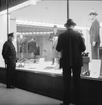 Robert Simpson_Limited_Store_Window_Montreal_1936.
